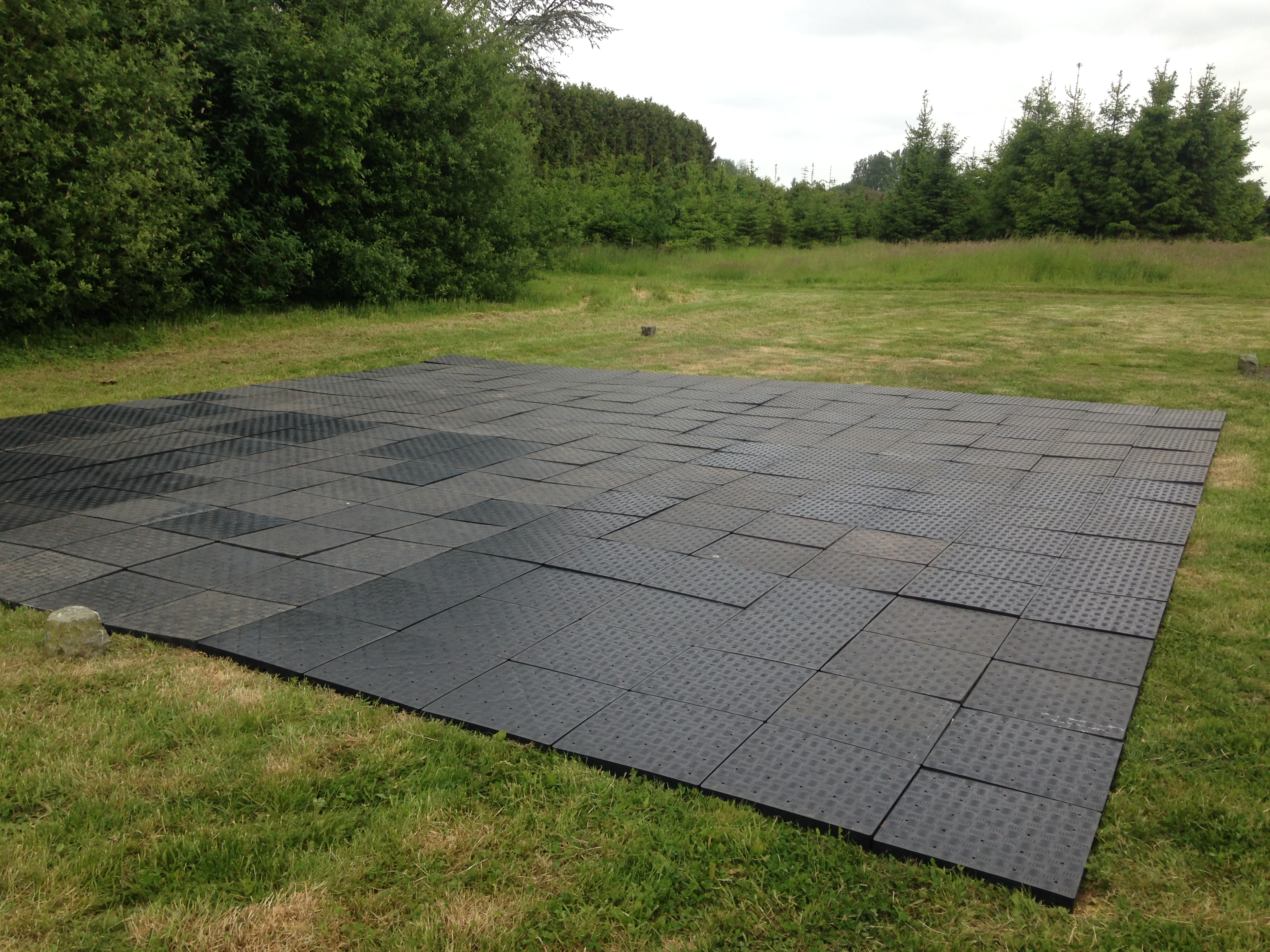 Tentes et chapiteaux de r ception agence v nementielle for Plancher exterieur plastique